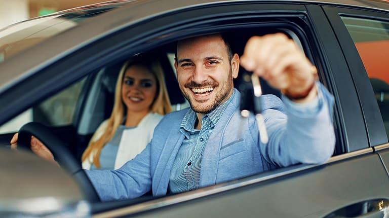 配偶者名義の車は契約対象外