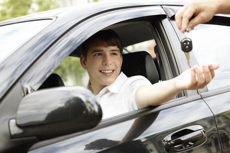 親の車を借りる際に1日自動車保険を使う